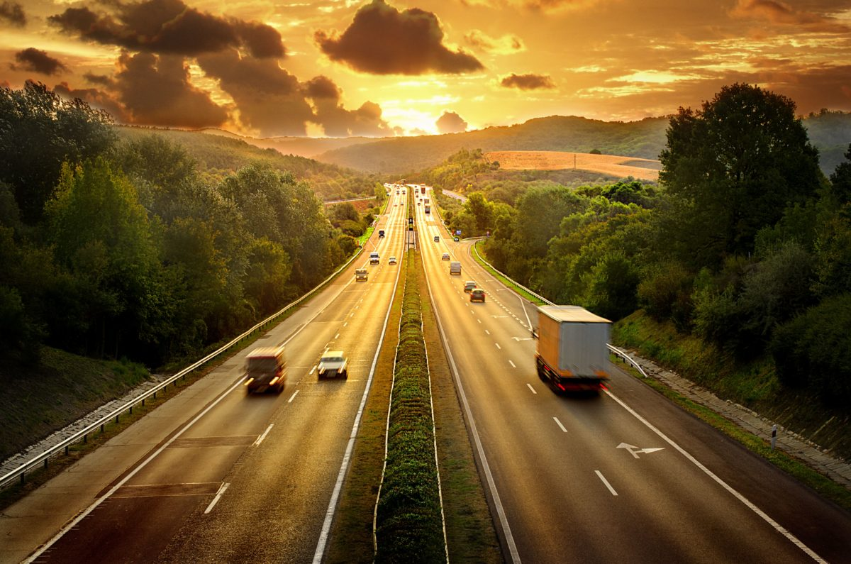 autostrada, ciężarówki